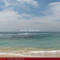 Beach front land with house in Habaraduwa